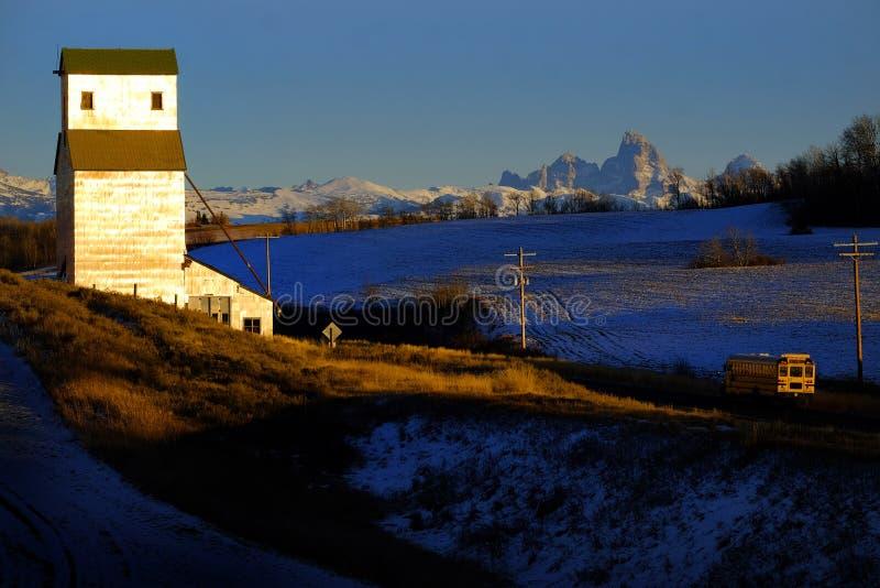 Altes verlassenes Gebäude Grainary Grainery mit Berg Tetons Teton lizenzfreie stockfotografie