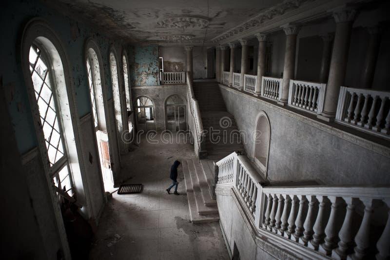 Altes verlassenes Hotel lizenzfreies stockbild