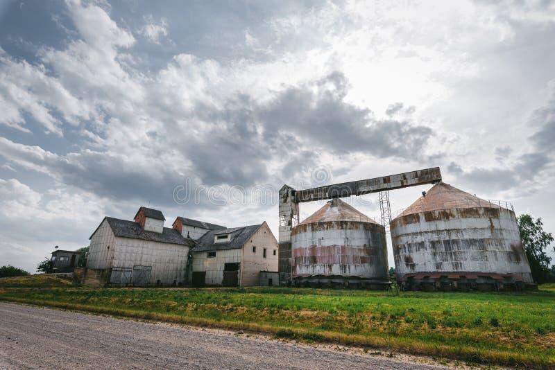 Altes verlassenes Kornlagerhaus stockfotografie