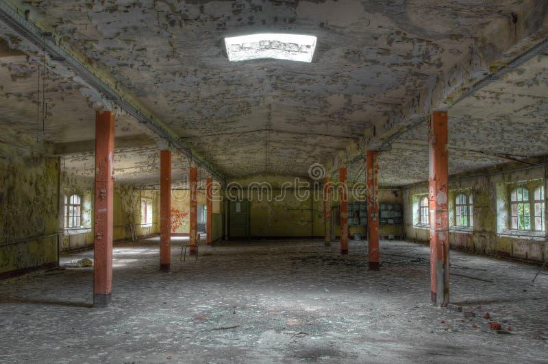 Altes verlassenes Lager in Ostdeutschland stockfotos