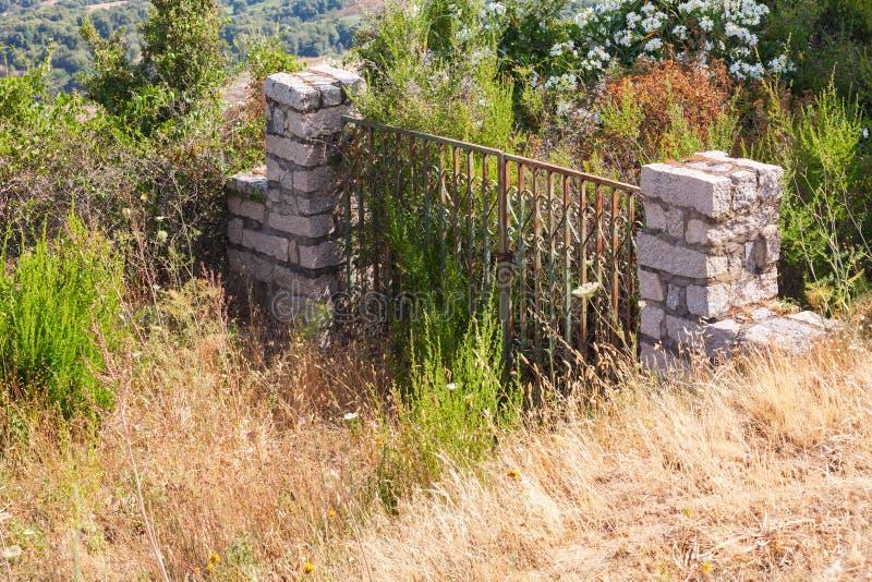 Download Altes Verlassenes Verschlossenes Steintor Im Garten Stockfoto    Bild Von Tür, Outdoor: 70060724