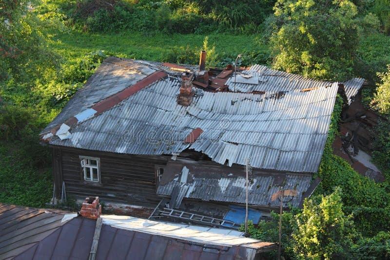 Altes verlassenes zerstörtes Haus stockfotografie