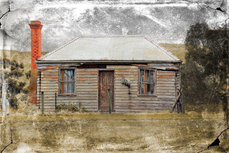 Altes VerminderungsLandhaus mit grungy Beschaffenheit stockbilder