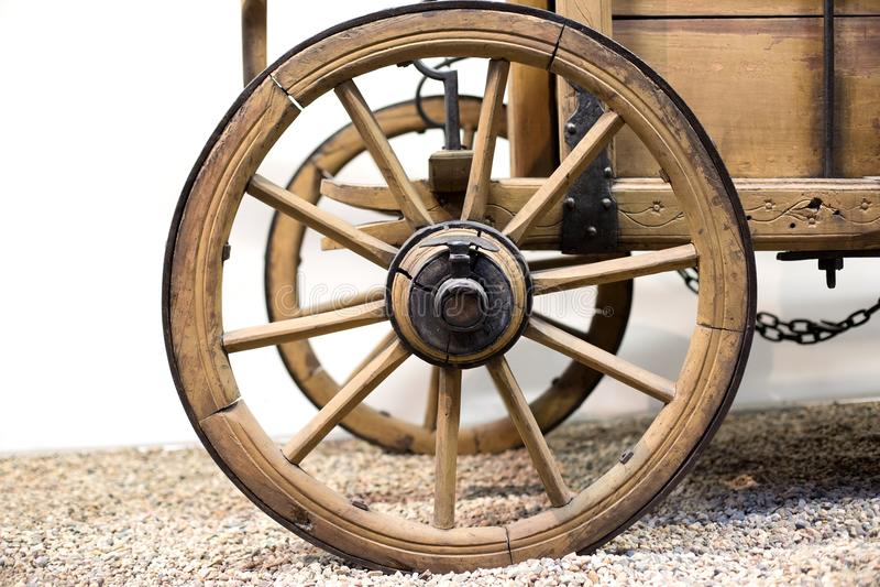 Altes Wagenrad aus den Grund stockbild