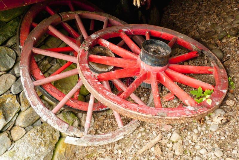 Altes Wagenradrad stockfotografie