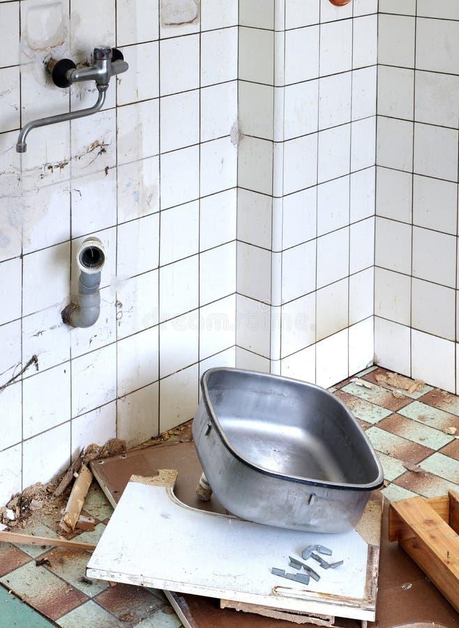 Altes Wannenküchen-Erneuerungsthema stockbild