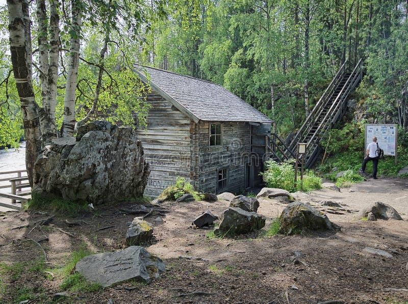 Altes watermill am sonnigen Sommertag lizenzfreie stockfotos