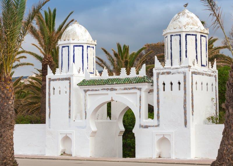 Altes weißes Tor in Tanger, Marokko lizenzfreies stockbild