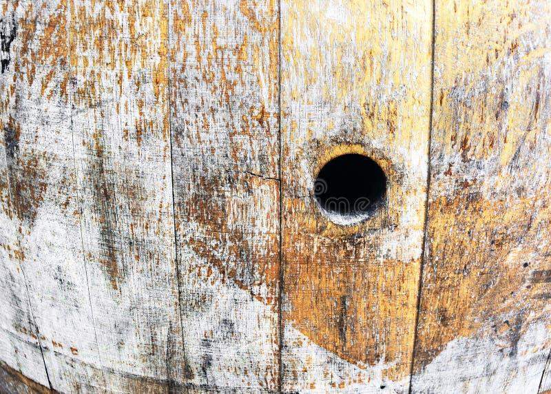 Altes Weinfaß mit Loch lizenzfreies stockfoto