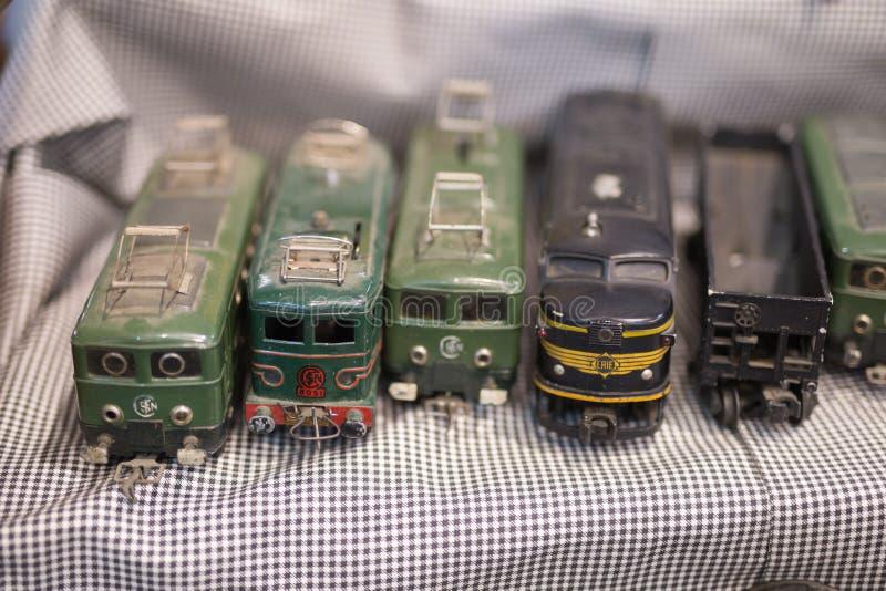 Altes Weinlese-Zug-Spiel: Schwarzer Dusty Plastic Locomotive lizenzfreie stockfotografie