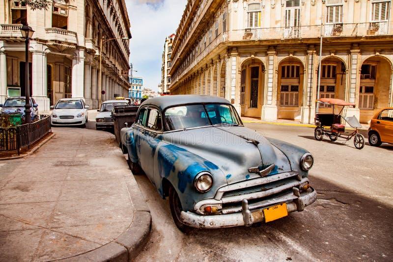 Altes Weinleseauto auf den Straßen von Havana auf der Insel von Kuba stockfotos