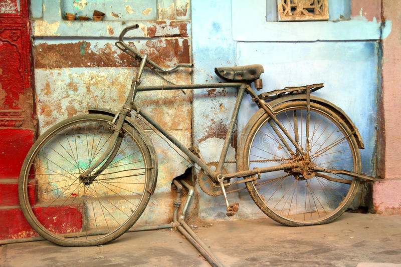 Altes Weinlesefahrrad in Indien stockfotografie