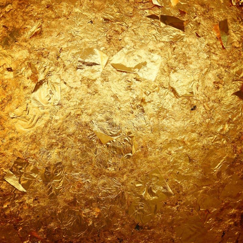 Altgoldschmutzwand mit Schalenfarbe mit altem Beton lizenzfreies stockbild