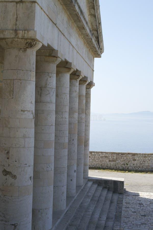 Download Altgriechischer Tempel stockfoto. Bild von sonnig, weinlese - 47100100