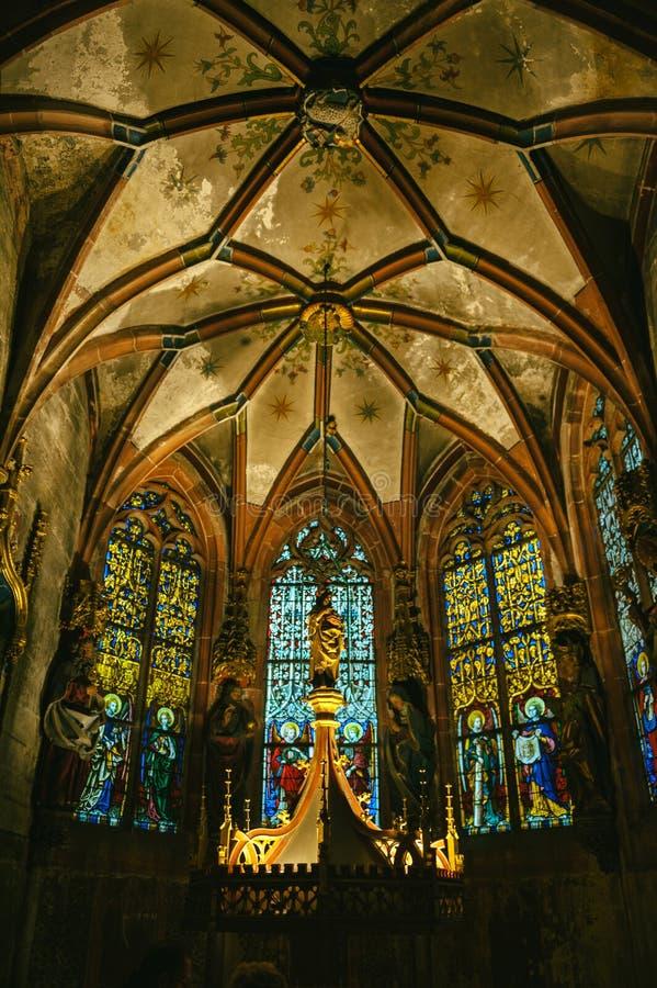 Althar St Peter a igreja mais nova Strasbourg França imagem de stock royalty free