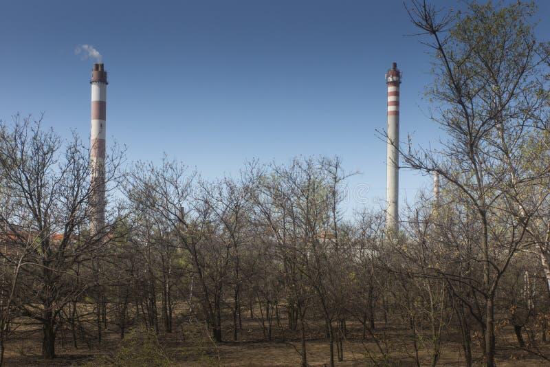 Alti camini della fonderia del cavo e dello zinco immagine stock libera da diritti