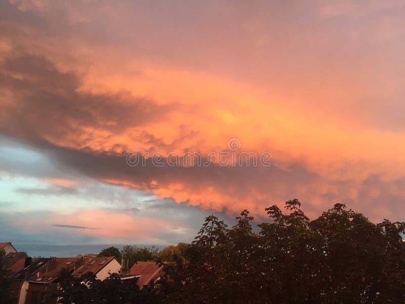 Altijd gekleurde hemel in België stock afbeeldingen