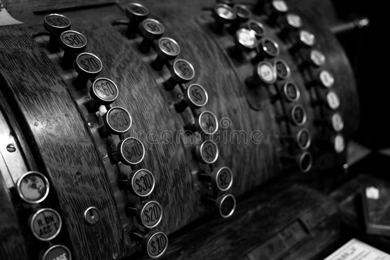 Altmodische Weinlese-Registrierkasse mit Knöpfen stockbilder