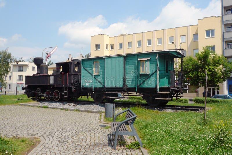 Altmodischer Dampfzug im Allgemeinen Park als Denkmal lizenzfreie stockbilder
