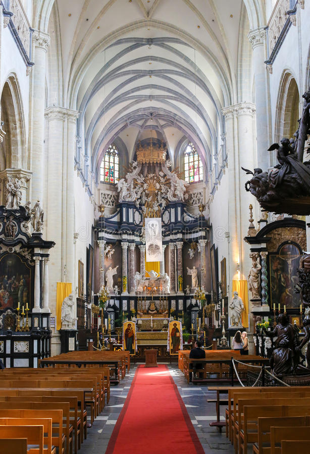 Alto altar barroco en St Andrew Church de Amberes, Bélgica imagen de archivo libre de regalías