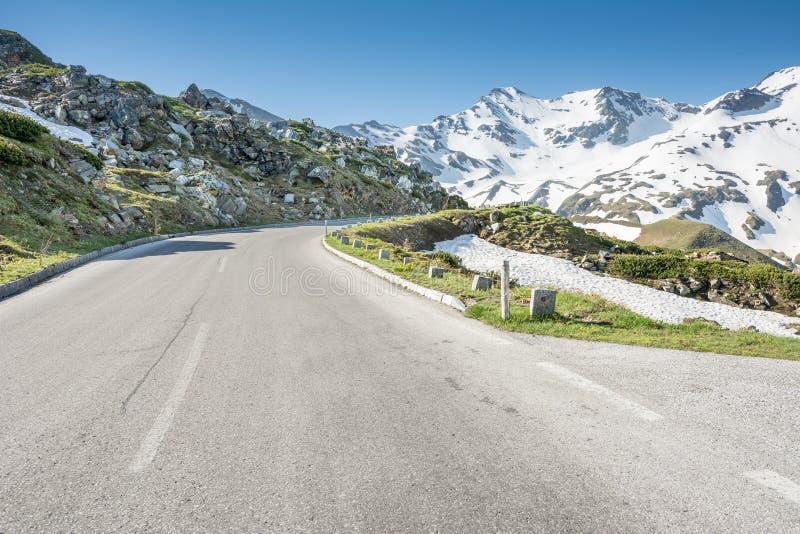 Download Alto camino alpestre foto de archivo. Imagen de austria - 42435394