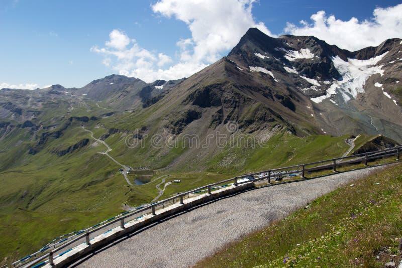 Alto camino alpestre de Grossglockner imagenes de archivo