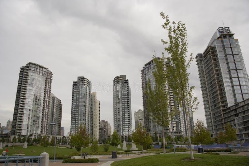 Alto-canalizaciones verticales en Vancouver imagen de archivo libre de regalías