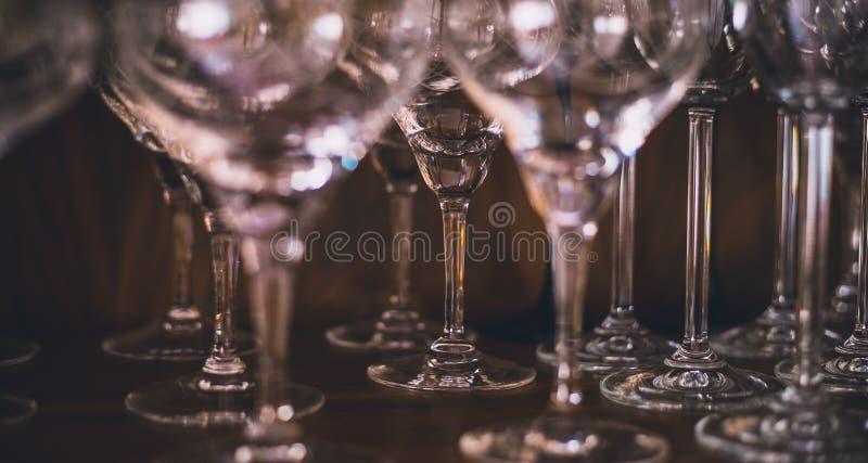 Alto colpo di vetro del champagne o del primo piano delle tazze immagini stock