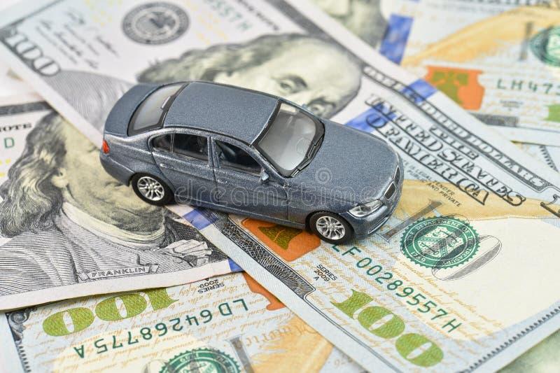 Alto concetto dell'automobile del trasporto di spese fotografia stock libera da diritti