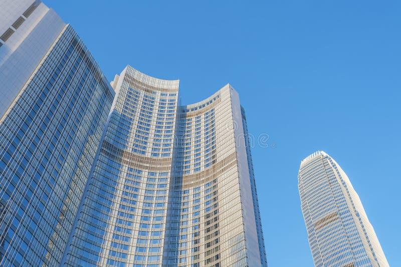 Alto edificio de la subida en la ciudad de Hong Kong imagen de archivo libre de regalías