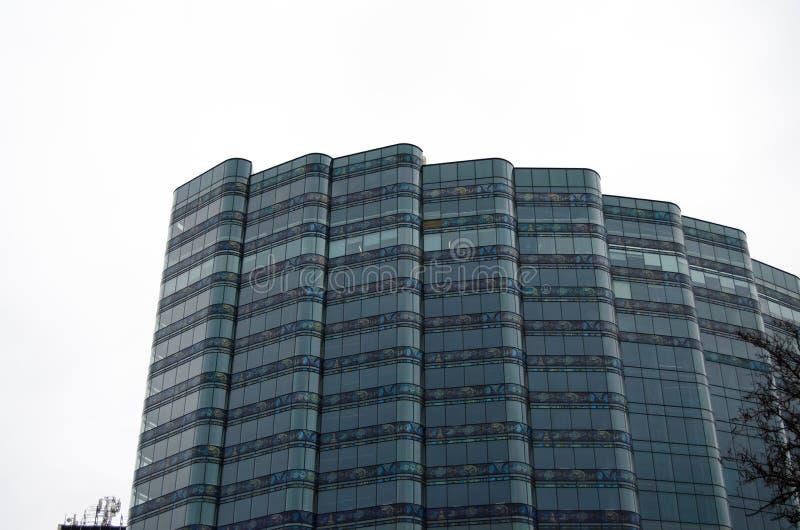 Alto edificio de varios pisos fotografía de archivo
