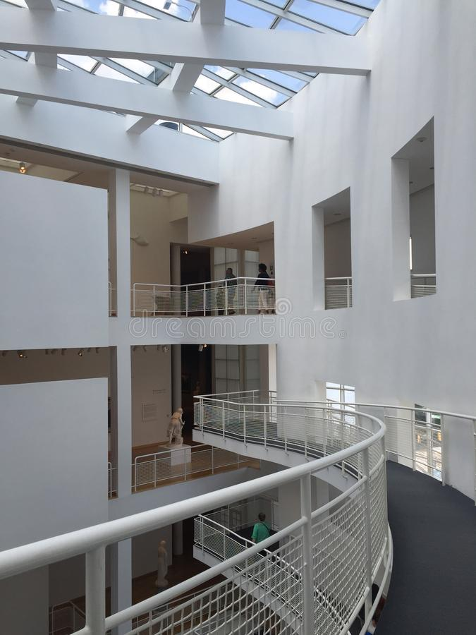 Alto museo de arte interior imágenes de archivo libres de regalías