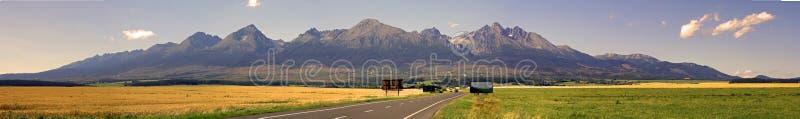 Alto panorama de las montañas de Tatra foto de archivo