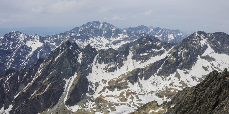 Alto panorama di Tatras dal punto di vista del picco di Lomnicky fotografia stock