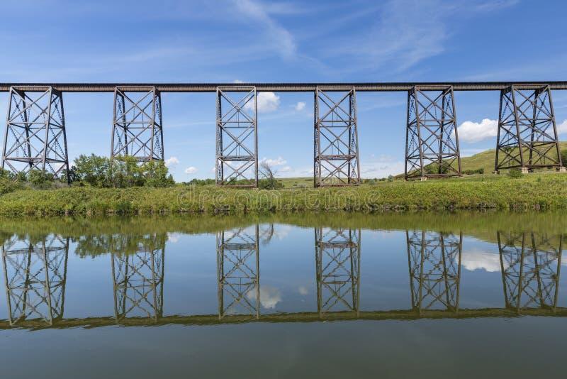 Alto puente del ferrocarril fotografía de archivo libre de regalías
