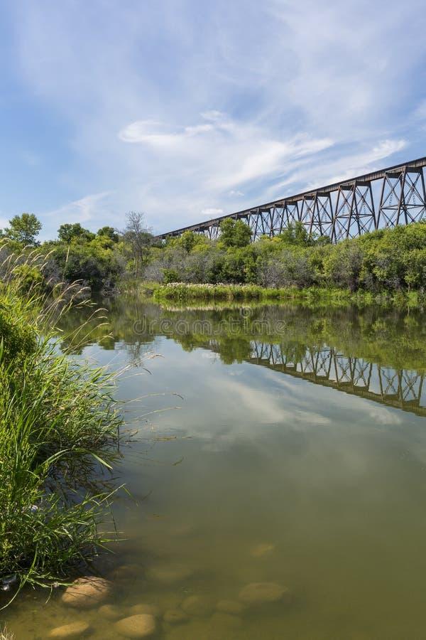Alto puente del ferrocarril fotos de archivo