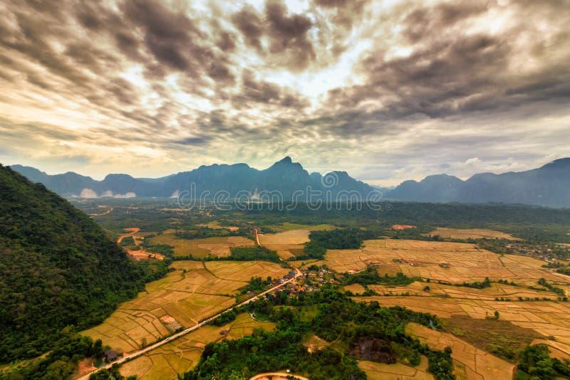 Alto scape della montagna di vista fotografia stock libera da diritti
