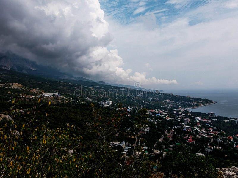 Alto sobre la costa costa fotografía de archivo