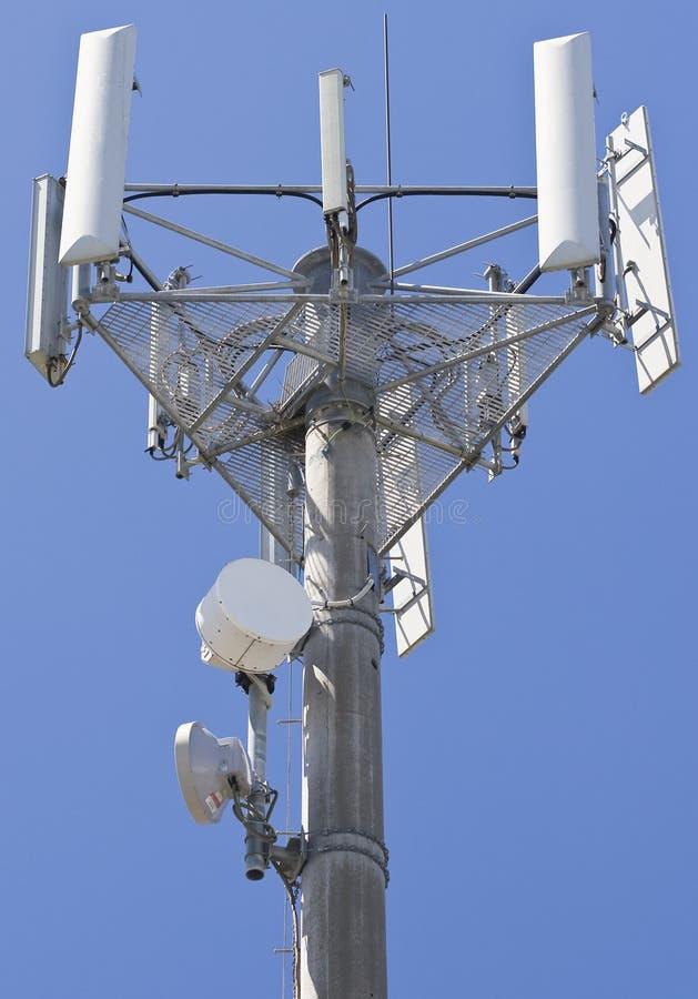 Alto transmisor de las telecomunicaciones fotografía de archivo