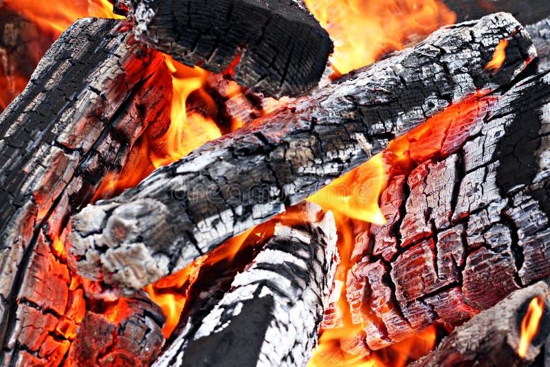 Alto vicino del fuoco di accampamento immagini stock