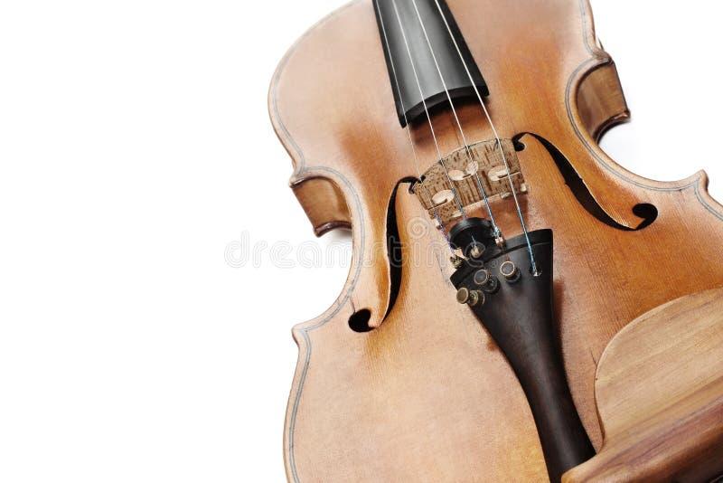 Alto vicino del violino Violino del primo piano isolato su bianco fotografia stock libera da diritti