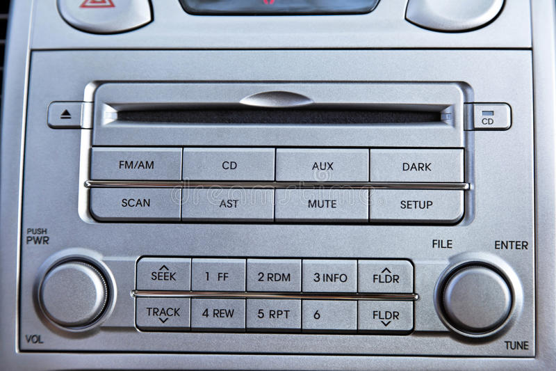 Alto vicino dell'autoradio + del riproduttore di CD immagine stock