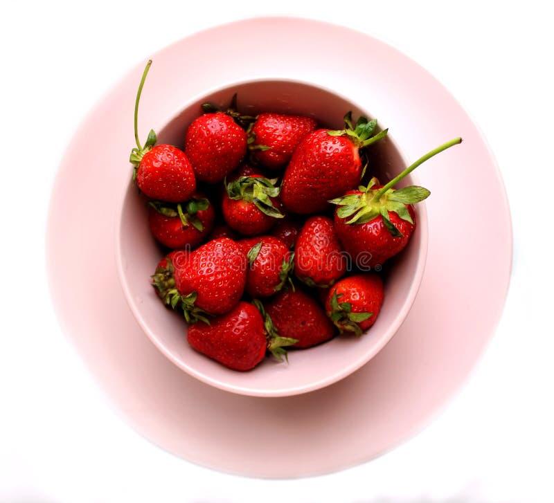 Alto vicino della fragola Le bacche rosse della vitamina fresca sono a dieta l'alimento saporito dell'estate vegetariana fotografie stock