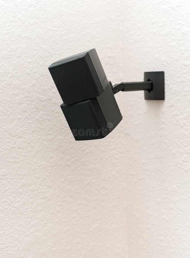 Altoparlante cubato montato della parete fotografie stock libere da diritti