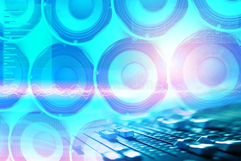 Altoparlanti di musica di fondo e grafici della gamma e della gamma dinamica di frequenza con un telecomando per la progettazione immagini stock libere da diritti
