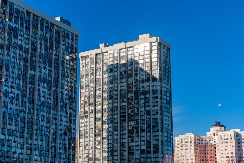 Altos edificios residenciales de la subida en Edgewater Chicago foto de archivo