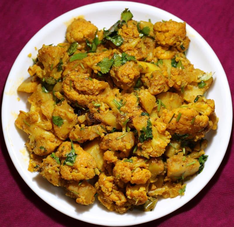 Alu Gobi ki sabzi- grule z kalafiorowym currym zdjęcia stock