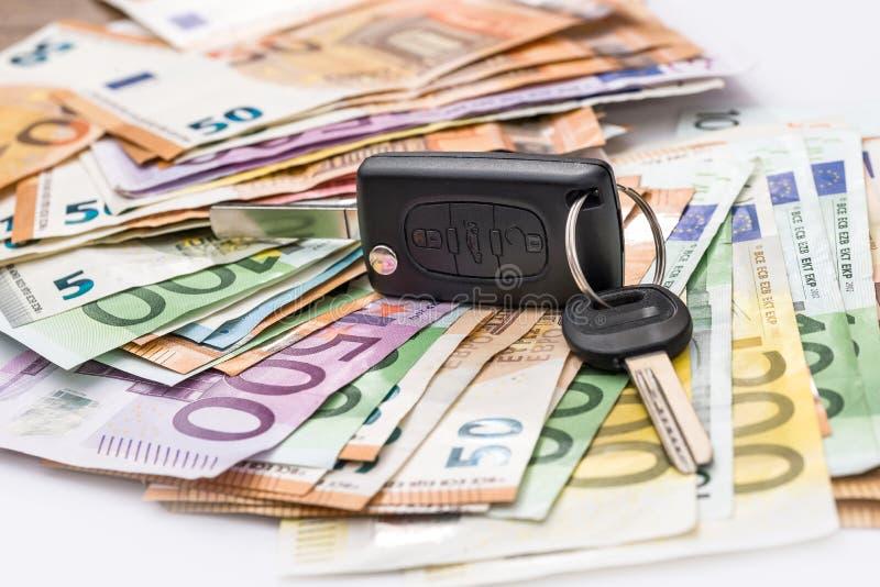 Aluguel do carro ou comprar, euro- dinheiro imagem de stock