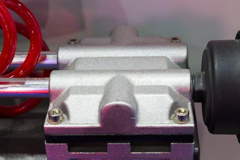 aluminiowe części robić spoważnienie kastingu procesem fotografia stock
