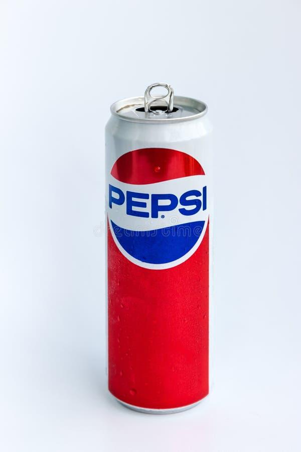 Aluminiowej puszki Pepsi kola fotografia royalty free